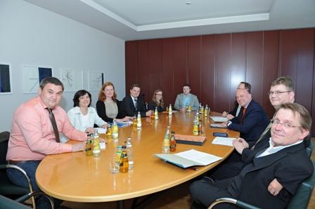 Treffen des JSDR-Bundesvorstandes mit Hartmut Koschyk, Beauftragter der Bundesregierung für Aussiedlerfragen und nationale Minderheiten im Bundesministerium des Innern, Berlin, 22.05.2014