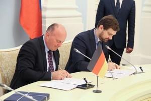 Unterzeichnung des Kommuniques von Herrn Koschyk und Herrn Barinow