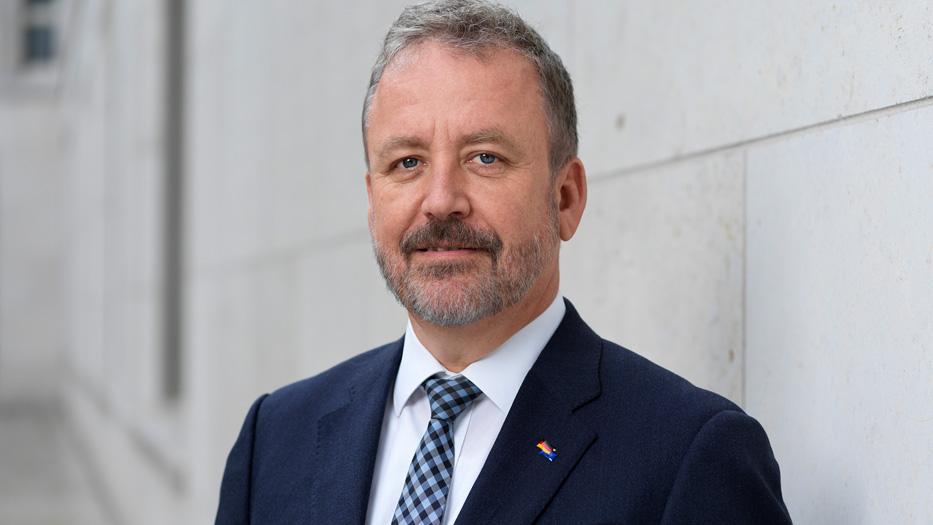 Prof. Dr. Bernd Fabritius Der Beauftragte der Bundesregierung für Aussiedlerfragen und nationale Minderheiten